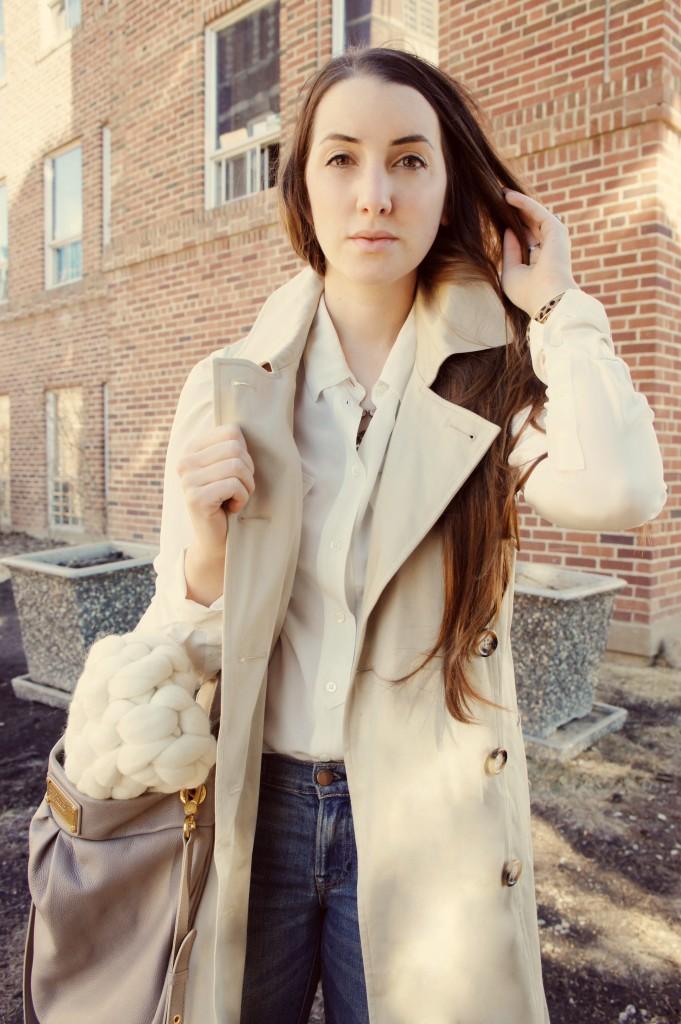 Sleeveless trench coat