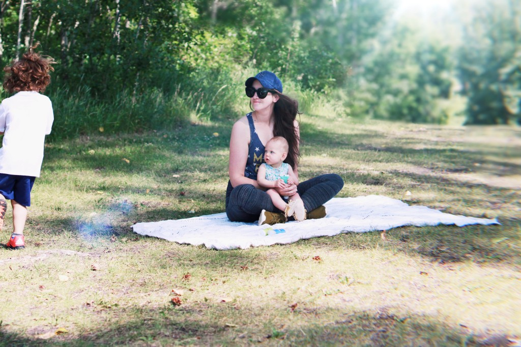 Family picnic photo ideas aden anasis dream blanket west coast kids