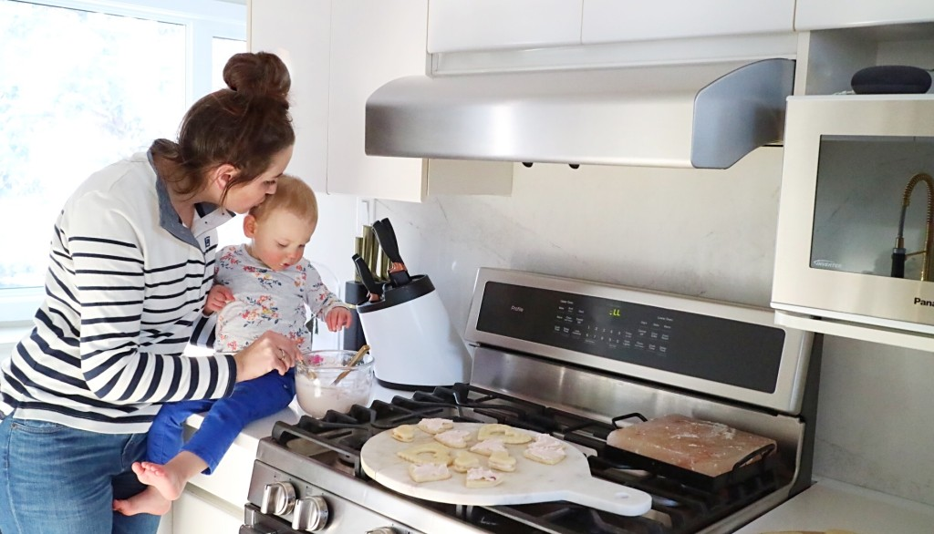 afternoon baking with kids cooking mom life blogger canadian valentines day toddler GE gas range